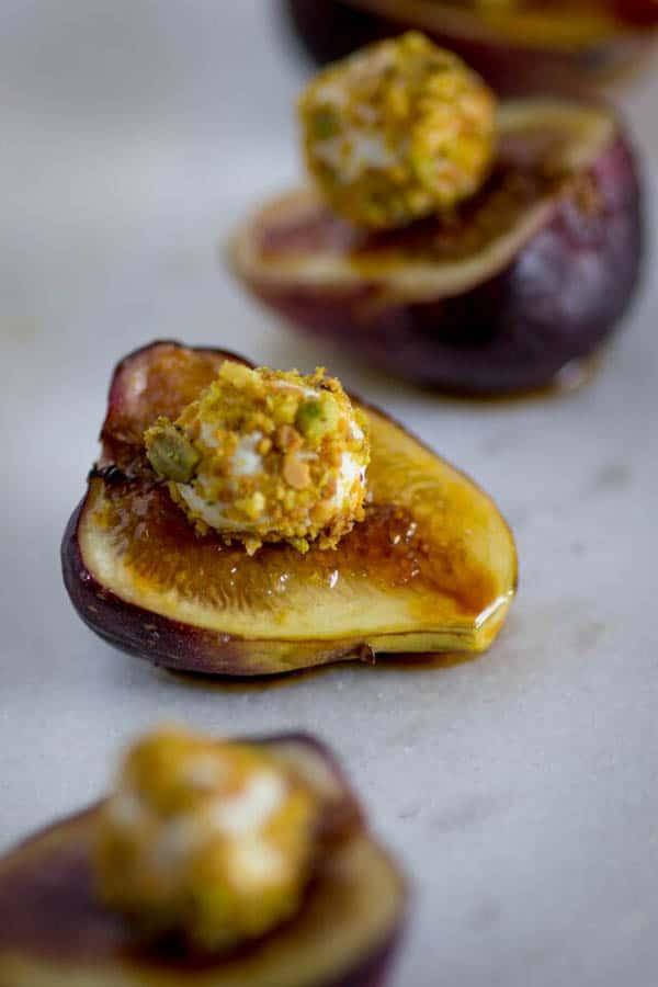 Easy Brûléed Fig, Pistachio and Honey Goat Cheese Bites recipe on @beardandbonnet www.beardandbonnet.com