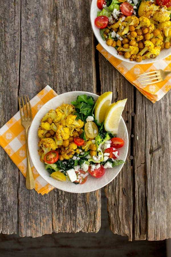 Roasted Chickpea & Cauliflower Shawarma Bowls by @beardandbonnet on www.thismessisours.com