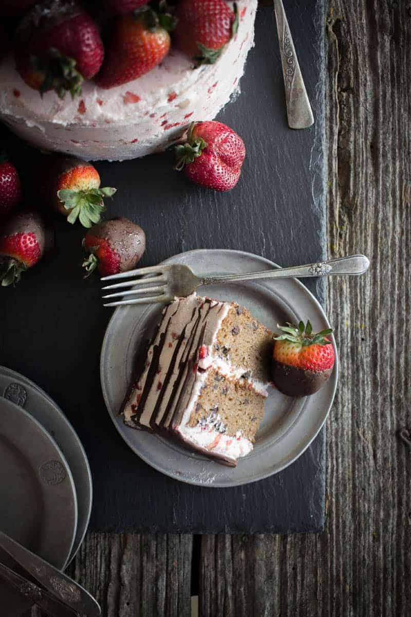 Chocolate Covered Strawberry Cake on @beardandbonnet with @enjoylifefoods on www.thismessisours.com