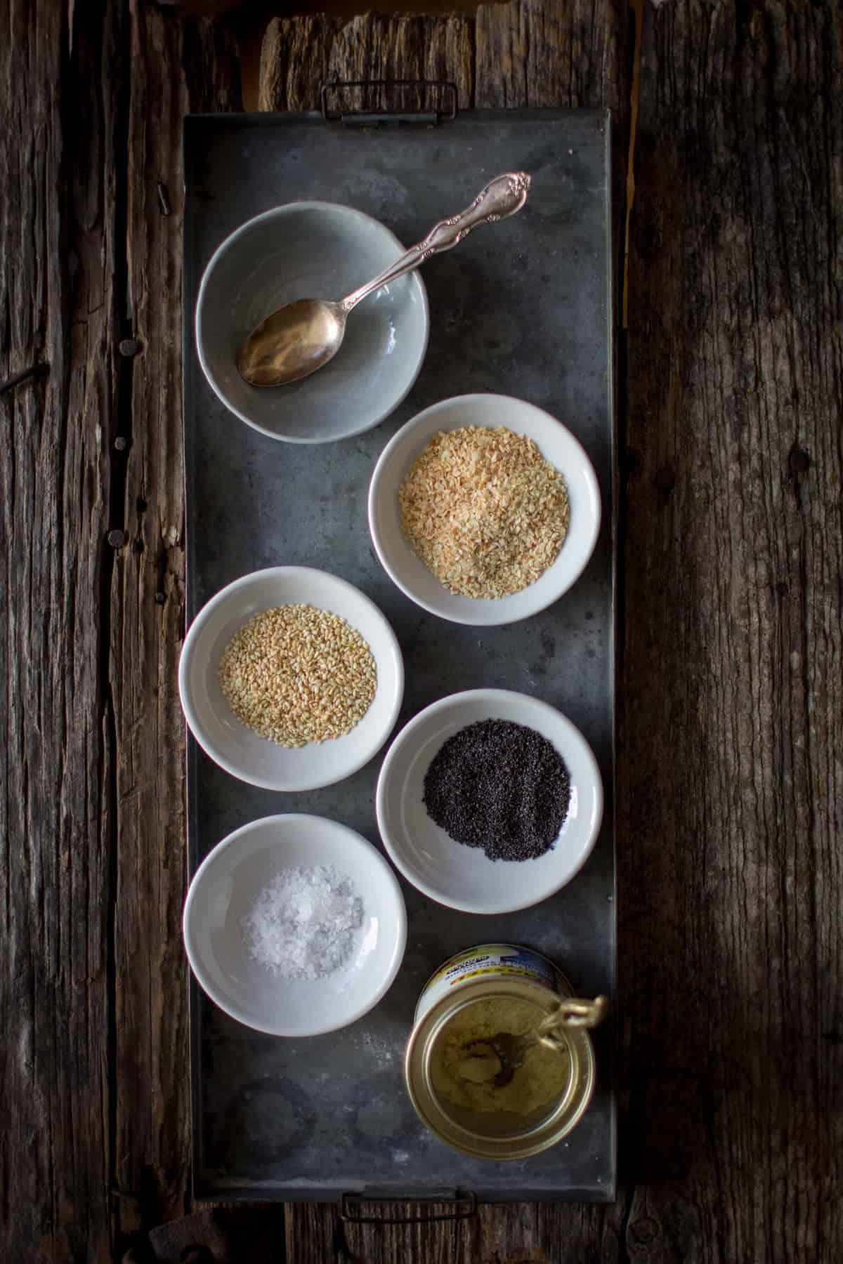 Everything Bagel Spiced Crispy Chickpeas recipe by @beardandbonnet on www.beardandbonnet.com