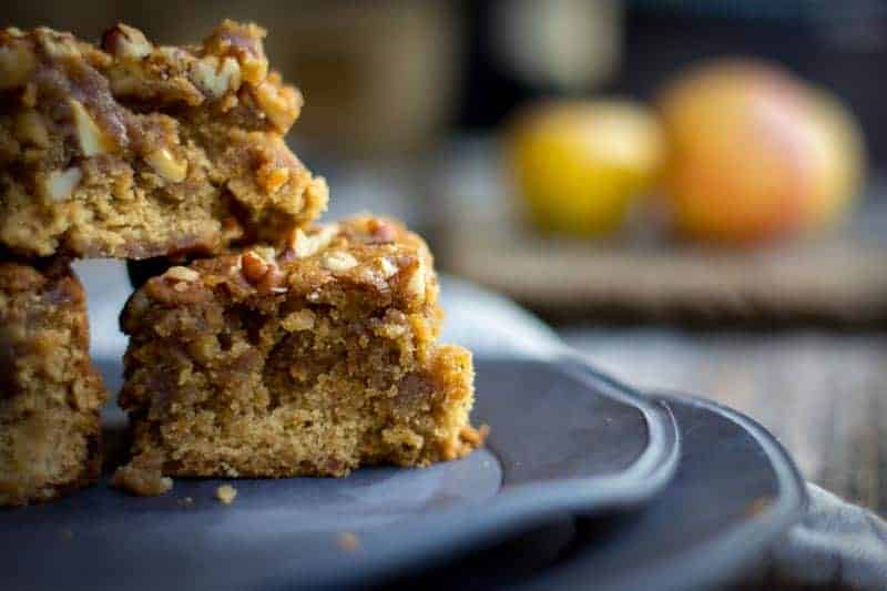 Dreamy Apple Brown Butter Blondies recipe by @beardandbonnet with @pamelasproducts