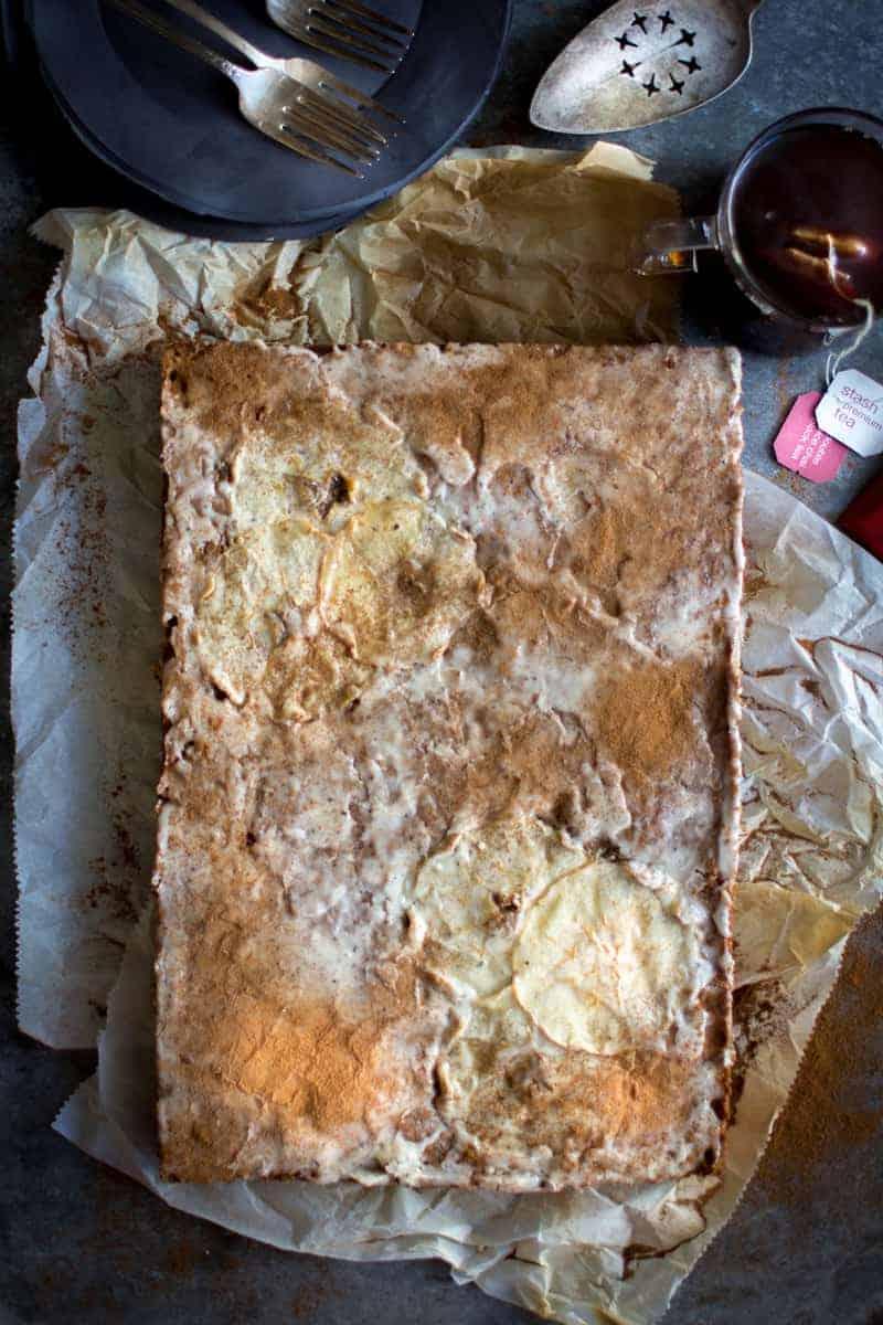 Chai Spiced Apple Sheet Cake recipe made with @stashtea on @beardandbonnet