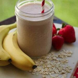 Strawberry, Banana, Oat Smoothie {Beard and Bonnet} #glutenfree #vegan