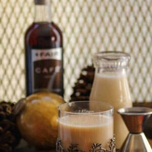 Eggnog Latte Cocktail {Beard and Bonnet} #glutenfree #vegan