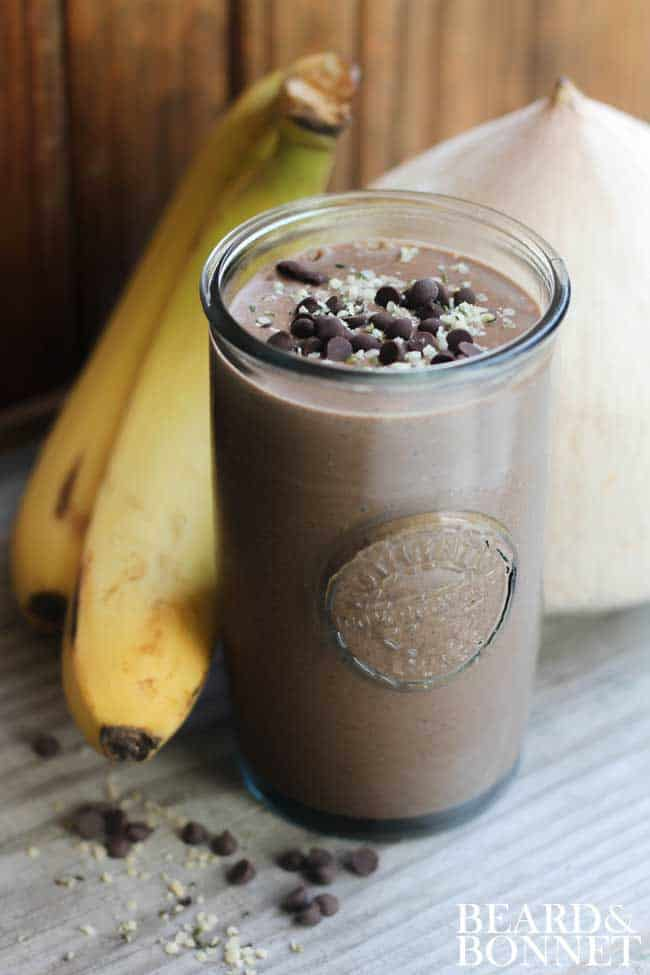 10 Recipes To Make A Teen When One Direction Breaks Up: Vegan Chocolate Protein Smoothie recipe {@beardandbonnet }
