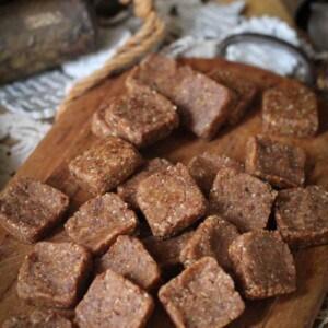 Homemade Snickerdoodle Lärabars {Beard and Bonnet}