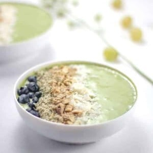 A Brilliant Green Smoothie Bowl. AKA: The green smoothie for people that hate green smoothies! {Beard and Bonnet}