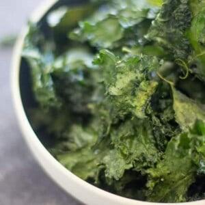 Easy Crispy Kale Chips with @Massel by @beardandbonnet on www.beardandbonnet.com