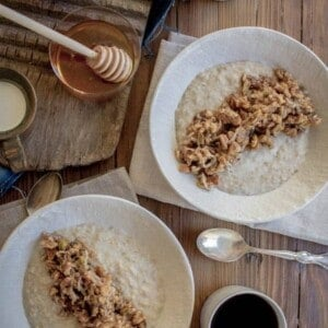Gluten Free Baklava Oatmeal recipe by @beardandbonnet on www.beardandbonnet.com