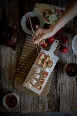 Breakfast Sushi recipe on @beardandbonnet with flatoutbread ! { www.thismessisours.com }