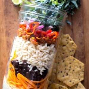 Vegan Mason Jar Taco Salad recipe by @beardandbonnet on www.beardandbonnet.com