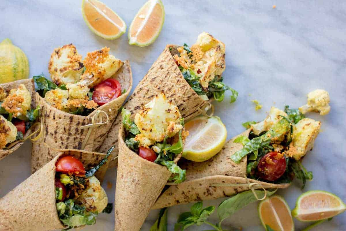 Crispy Cauliflower Caesar Wraps with @flatoutbread by @beardandbonnet on www.beardandbonnet.com