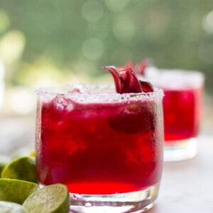 Hibiscus Key Lime Margaritas recipe by @beardandbonnet on www.beardandbonnet.com