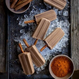 Vegan Mexican Chocolate Popsicles recipe by @beardandbonnet on @holajalapeno