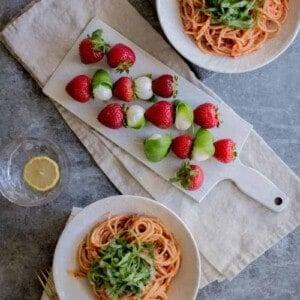 Berry + Basil Tomato Sauce recipe by @beardandbonnet with @driscollsberry on www.beardandbonnet.com