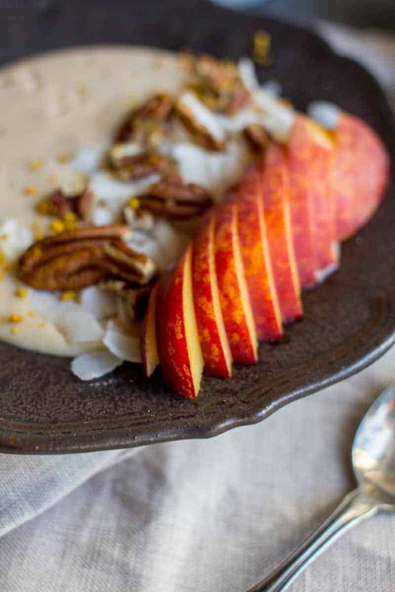 Vegan Peaches and Cream Smoothie Bowl recipe by @beardandbonnet with @LoveMySilk on www.beardandbonnet.com