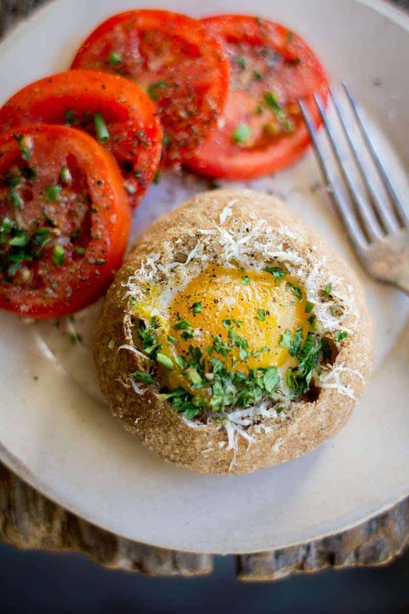 Perfect for brunch! Sourdough Bread Bowl Egg in a Hole recipe by @beardandbonnet