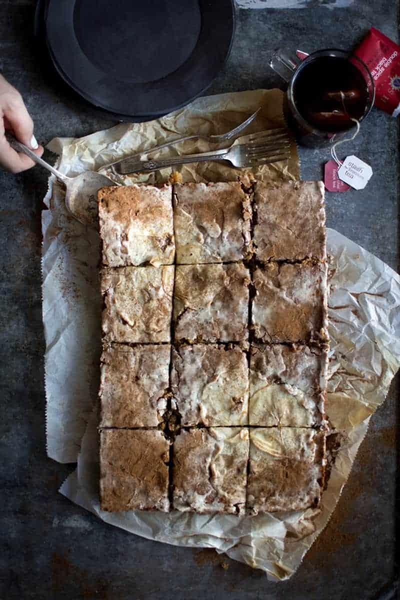 Double Spice Chai Tea from @stashtea and Chai Spiced Apple Sheet Cake recipe on @beardandbonnet