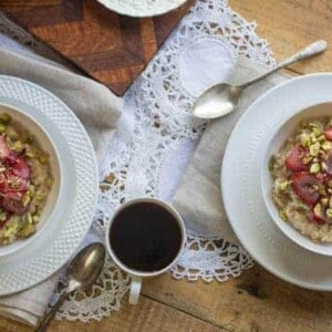 The Easy Vegetarian Kitchen: Roasted Strawberry and Pistachio Morning Oats | @thismessisours