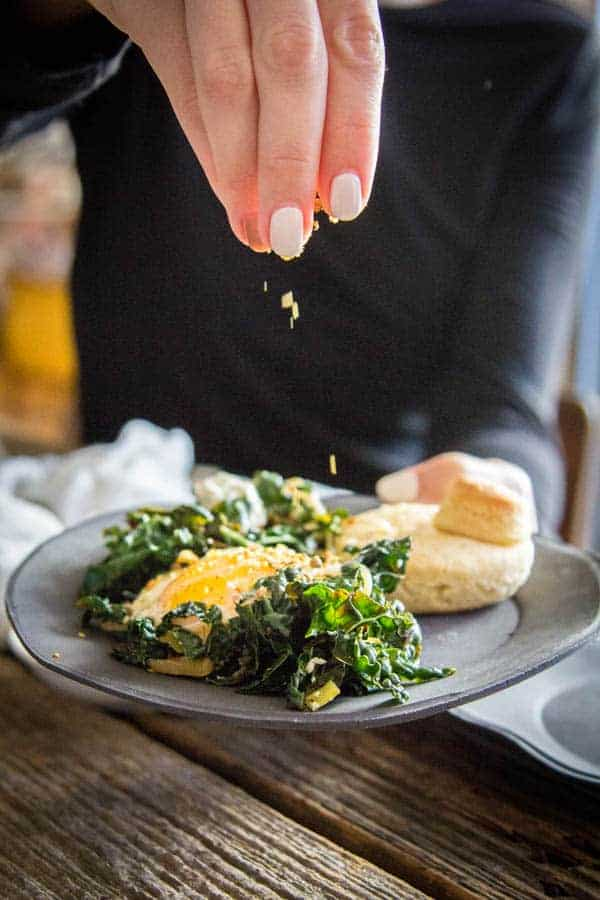 Easy Baked Skillet Eggs with Kale and Leeks recipe || @thismessisours