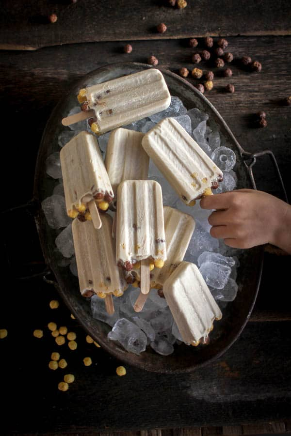 Peanut Butter Crunch Popsicles || This recipe is easy, delicious, and vegan. Made with @naturespath EnviroKidz cereal. || @thismessisours
