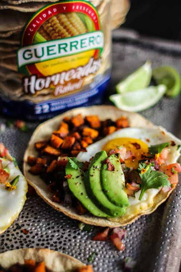 Crave-Worthy Breakfast Tostadas recipe || @GuerreroTortillas baked tostadas have officially made their way to pantry staple status in our home. They make for easy, healthy meals in a flash! || @thismessisours #vegetarian #glutenfree #ad #GuerreroBakedTostadas