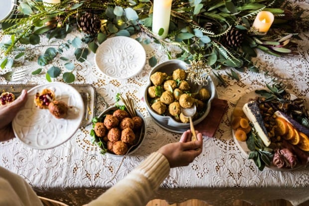 How To Throw A Last-Minute Holiday Party    Your DIY guide for throwing a spectacular holiday party on the fly. Easy cocktails, pantry staples inspired finger food, and simple ideas for elegant decorations you can make yourself.    @thismessisours #friendswhofete