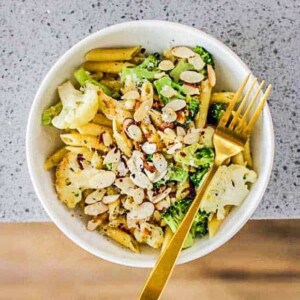 One Pot Lemon, Broccoli, & Cauliflower Pasta recipe || @thismessisours #30minutemeals #onepotpasta