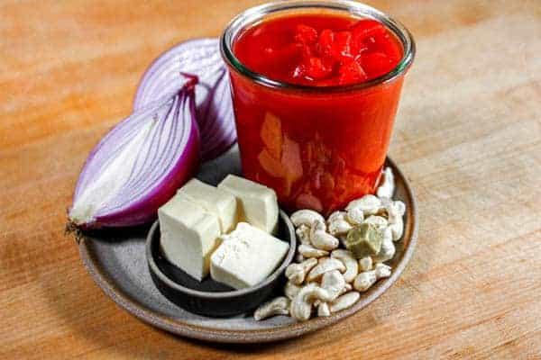Ingredients to make 5-ingredient marinara sauce